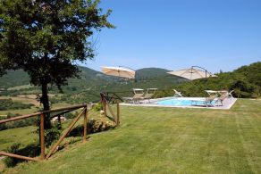 Villa with swimming pool for sale in Umbria, 8 km fro Liciano Niccone