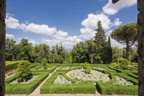 Luxury villa with italian style garden for sale in Tuscany
