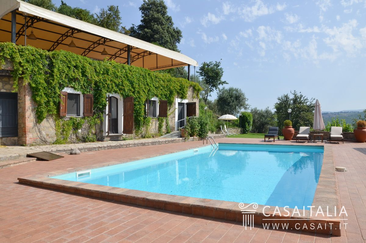 Country villa with swimming pool and olive grove for sale in Umbria