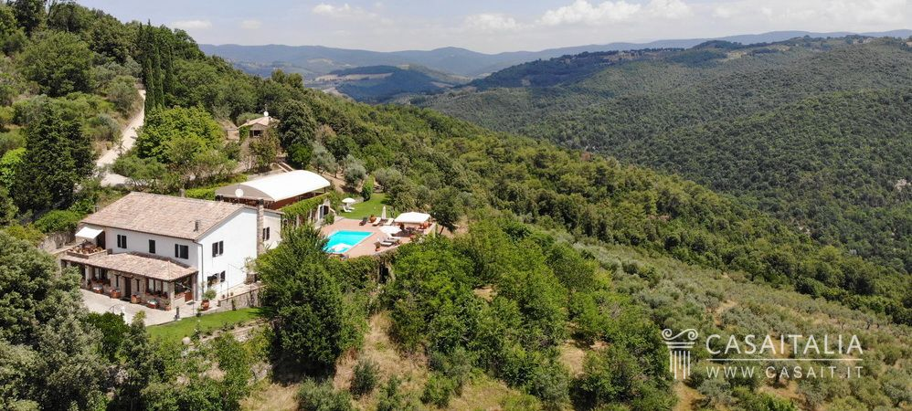 Luxury country villa for sale in Umbria