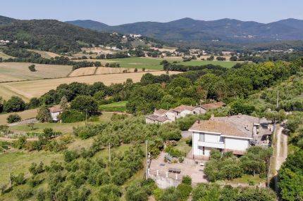 Villa for sale between Todi and Amelia, Umbria