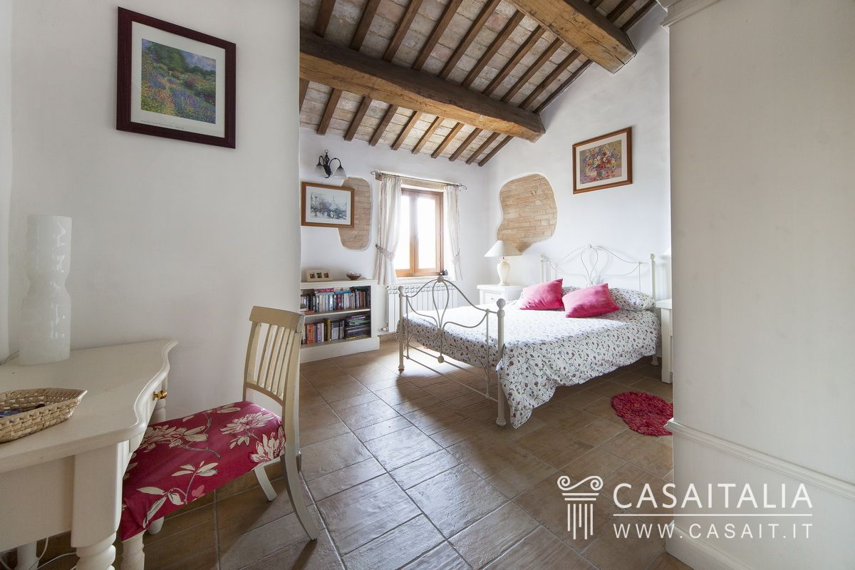 Country villa for sale in Le Marche