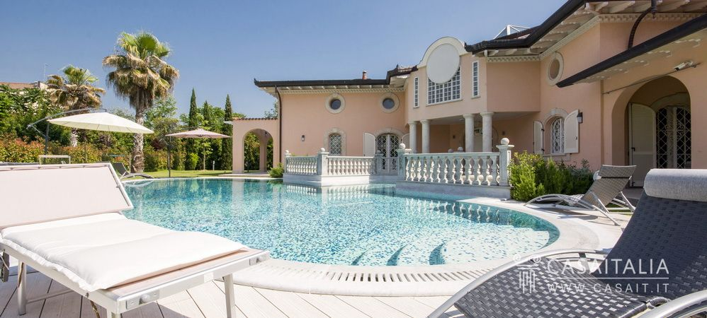 Luxury villa for sale in Italy