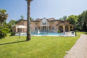 Newly built villa for sale in Tuscany, Forte dei Marmi