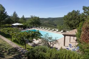 Country house with pool, for sale in Umbria, between Todi and Montecastello di Vibio