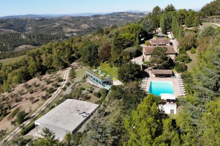 Hotel for sale between Montecastello di Vibio and Todi, Umbria