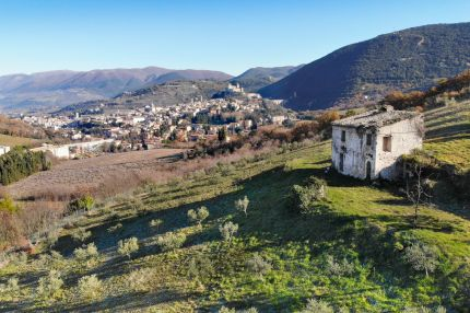 Farmhouse to be restored for sale in Spoleto, Umbria