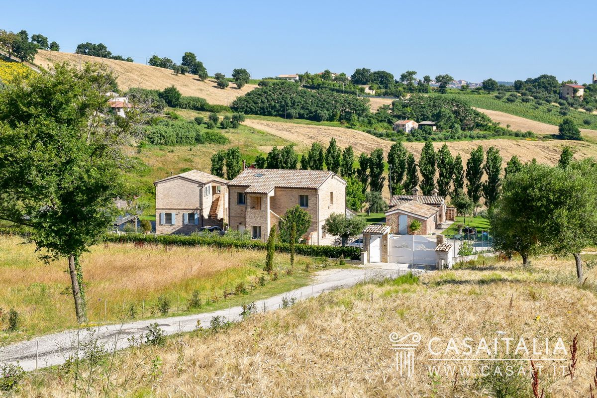Country villa for sale in Le Marche, Recanati