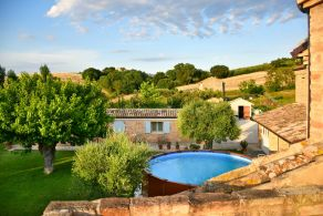 Country villa with outbuilding for sale in Le Marche