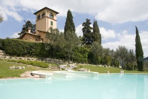 Country villa with swimming pool for sale in Umbria, Spoleto