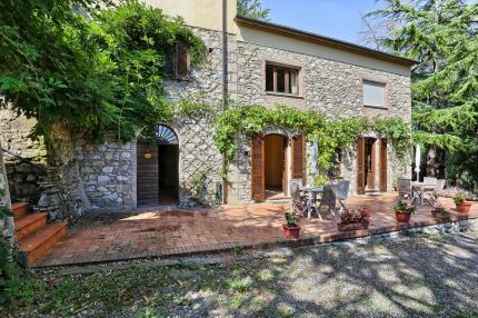 Farmhouse for sale 7 km from Castiglioncello, Tuscany