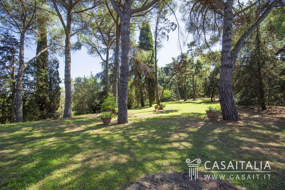 Country villa for sale in Tuscany, between Pisa and Livorno