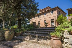 Villa for sale in Terricciola, Tuscany