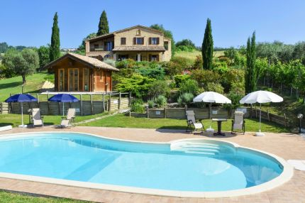 Farmhouse with swimming pool for sale in Le Marche, half and a hour from the sea