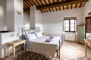 Traditional country villa for sale in Le Marche, Italy