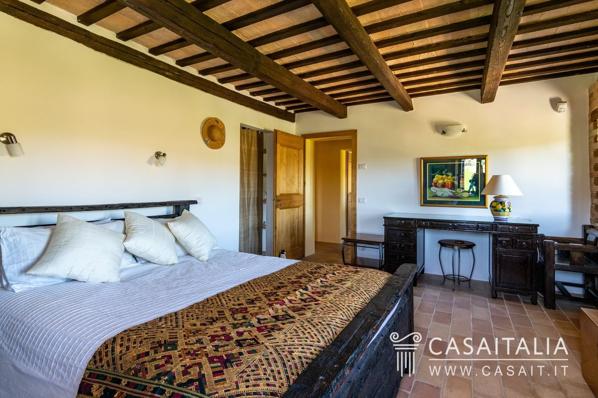 Country villa for sale in Le Marche, Casaitalia International