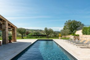 Luxury villa with swimming pool for sale in Le Marche