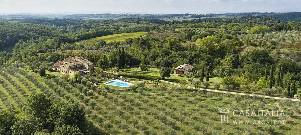 Villa with guest house and swimming pool for sale in Tuscany