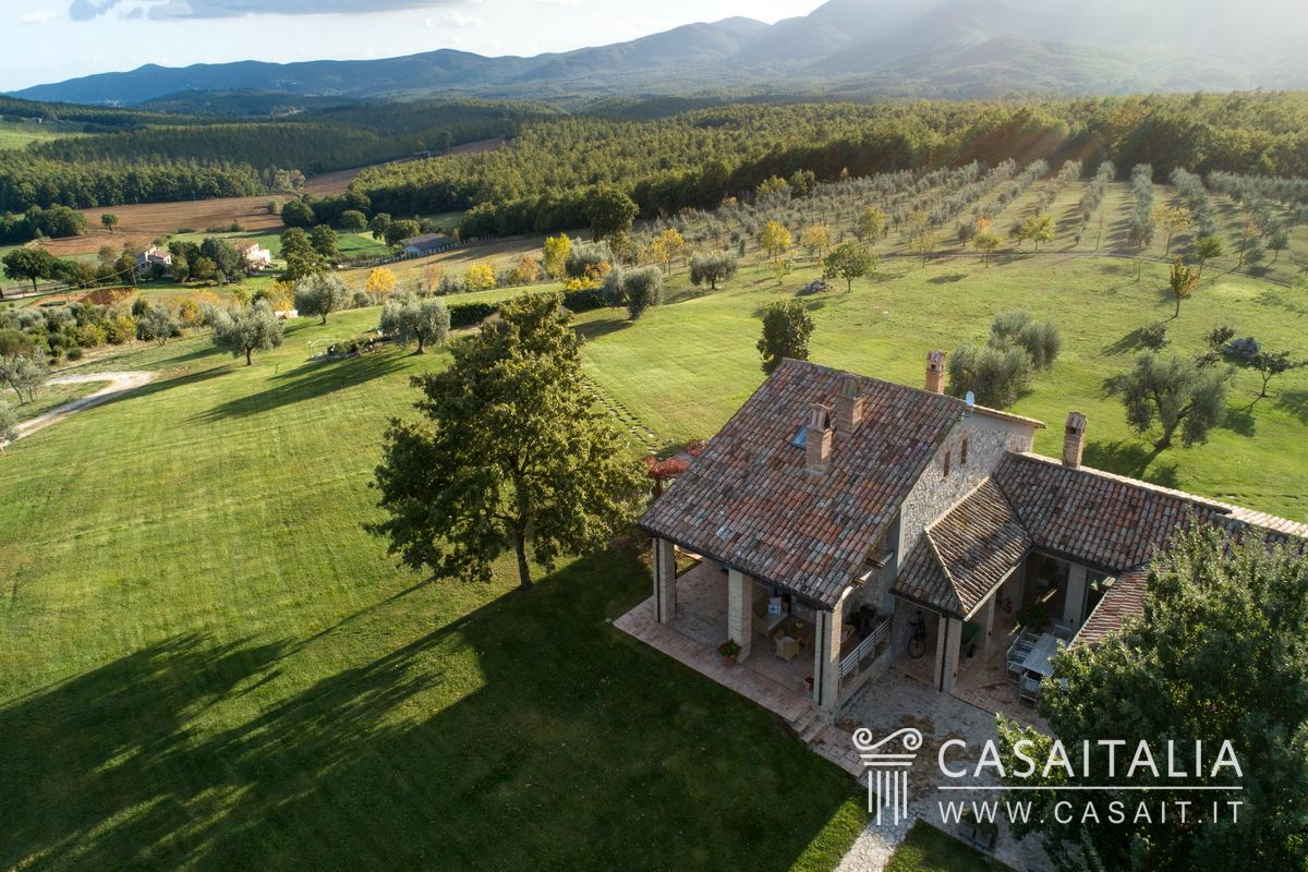 Panoramic villa for sale in Umbria - Todi