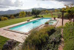 Panoramic villa with pool for sale in Umbria