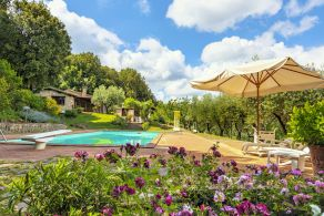 Country villa for sale in Tuscany, near Siena