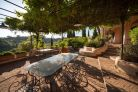 Villa with garden for sale near Rome