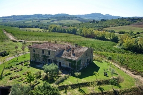 Farmhouse for sale in Montepulciano in Tuscany