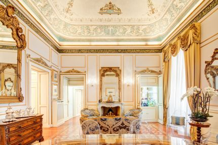 Luxury apartment for sale in Milano