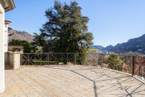 Panoramic villa for sale in Como