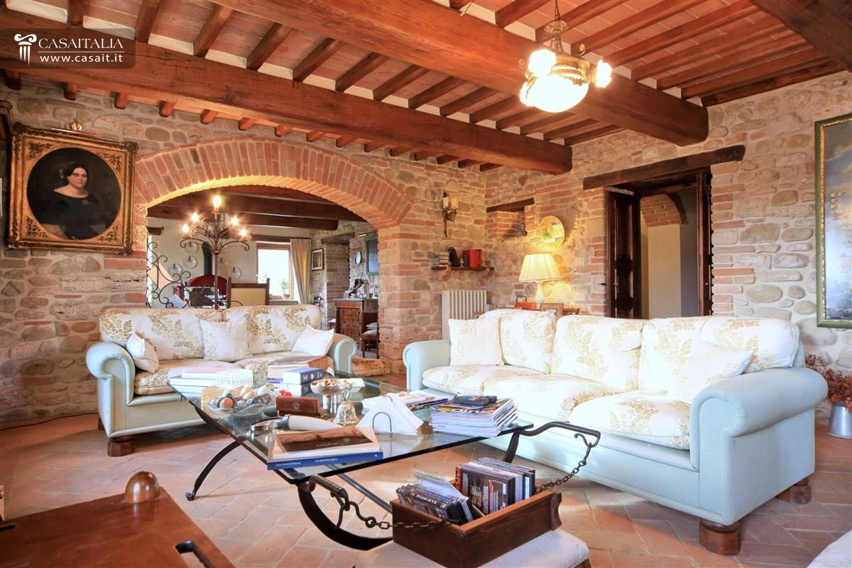 Renovated farmhouse in umbria with pool for Immagini di interni di case