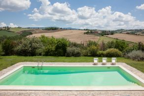Farmhouse with swimming pool in Todi