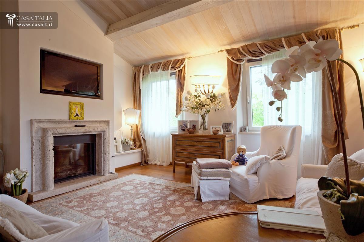 Villa for sale on lake trasimeno for Corsi di arredamento d interni