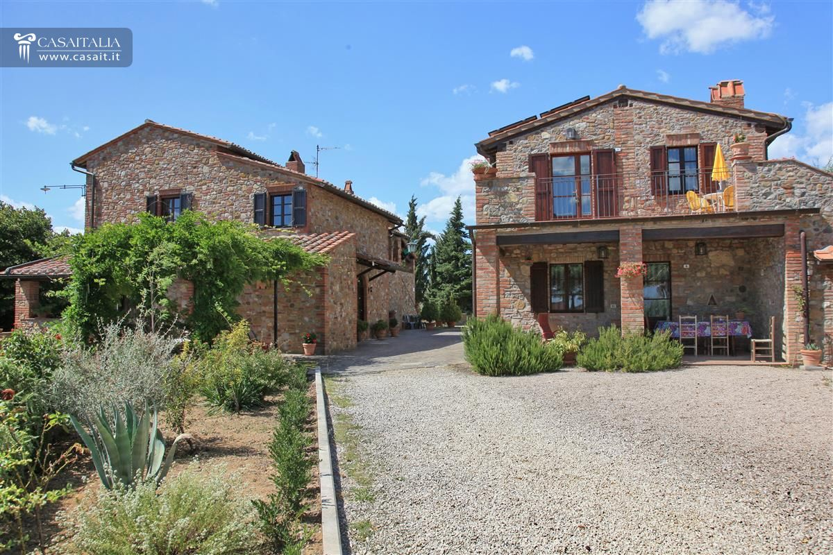 Agritourism with vineyard for sale in umbria - Casali di campagna ...