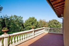 Villa with terrace in Tuscany