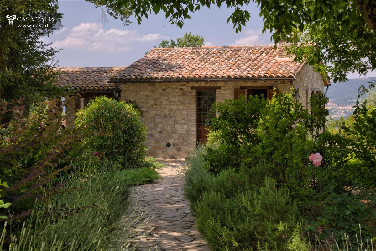 Farmhouse for sale overlooking Todi